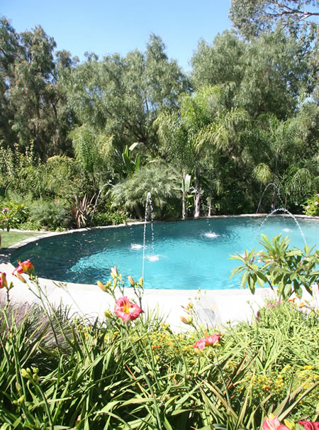Rolling Hills Pool with Water Fountians 1